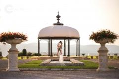 Isabel van Veen Fotografie-Loveshoot-Toscane-prieeltje-kus