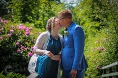 IsabelvanVeen-Shoots-Trouwreportage-bruidspaar-trouwkus-bloemen (12)